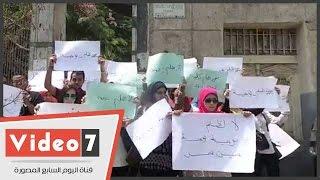 """بالفيديو.. طلاب """"تربية نوعية عين شمس"""" ينظمون وقفة احتجاجية أمام الكلية"""