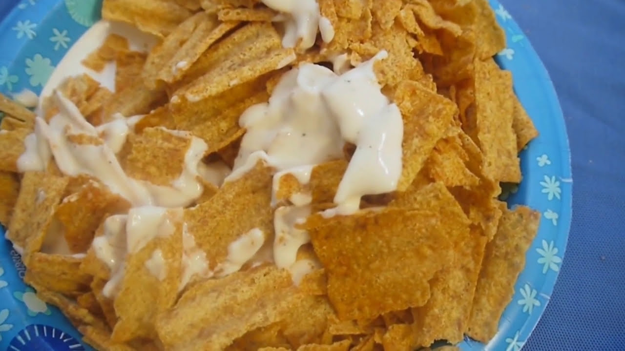 I eat Sun Chips with Alfredo Artisan Three Cheese sauce - YouTube