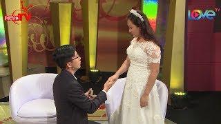 Vợ xúc động vì chồng quỳ xuống đưa nhẫn cầu hôn một lần nữa trên truyền hình 💏