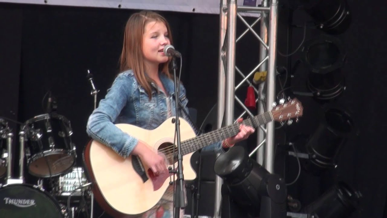 Nikki S Playing Some Acoustic Guitar Covers Live On Stage At
