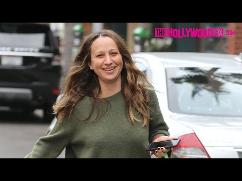 Jennifer Meyer Gets Pampered At The Nail Salon In Beverly Hills After Divorcing Tobey Maguire 1.2.17