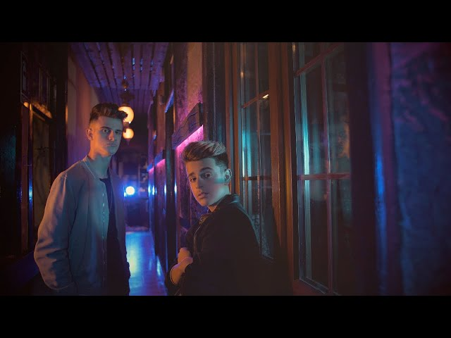 Muy Lento - Adexe & Nau (Videoclip Oficial)