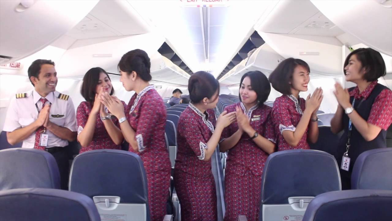 Lebaran greeting from indonesian flight attendants youtube m4hsunfo
