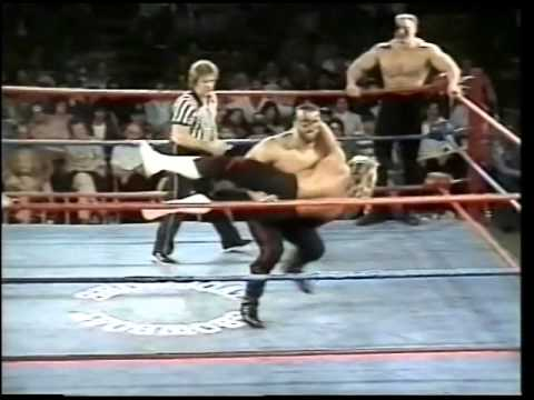 The Road Warriors vs The Fabulous Ones