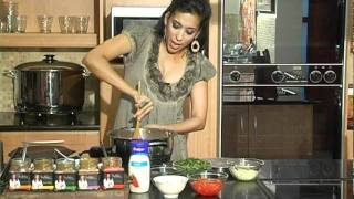 How To Make Chicken And Spinach Curry By Yudhika Sujanani