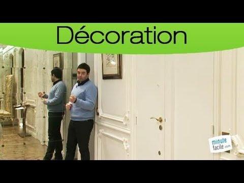 Comment agrandir un espace avec un mur miroir youtube for Comment coller un miroir au mur