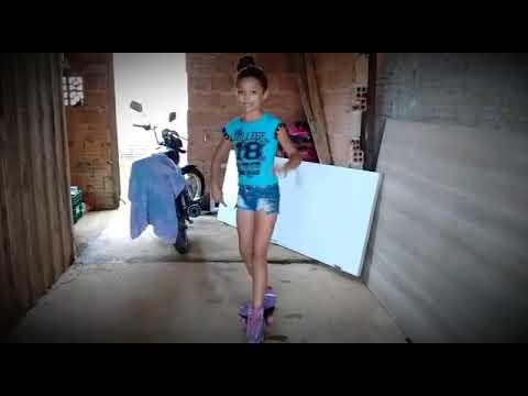 Dançando de patins♥(Música-Deixa ela  Beijar/Matheus e Kaun Ft.MC Kevinho♪)