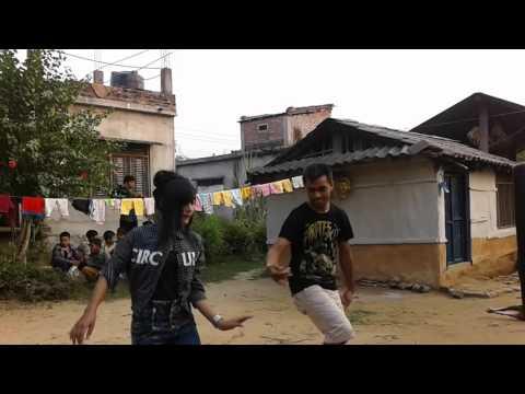 Jham Jham darkiyo pani - Vijay and Puja performing