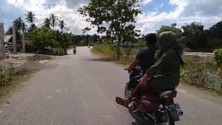 Doktoro esperanto el Aceh menunjukkan jalan menuju lokasi mie ungkot suree Laweung