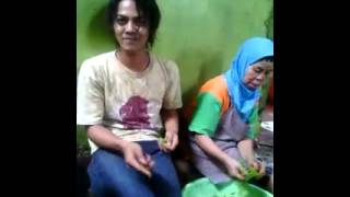Download Video hot video ..... nenek di paksa untuk......... MP3 3GP MP4