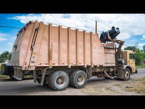Peterbilt 320 - Heil Formula 7000 Garbage Truck