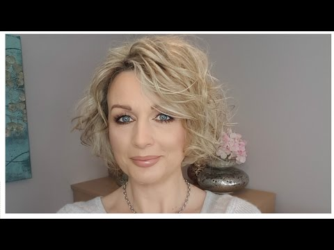 how-to-curl-short,-stacked-bob