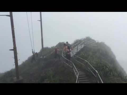 Swing fail in Hawaii\'s Stairway to Heaven - YouTube