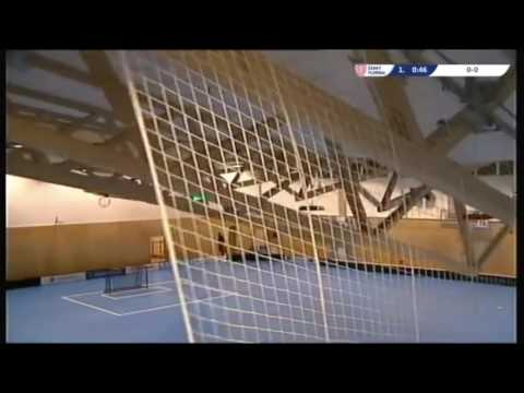 Jugadores se salvan de milagro ante el derrumbe del techo de un gimnasio