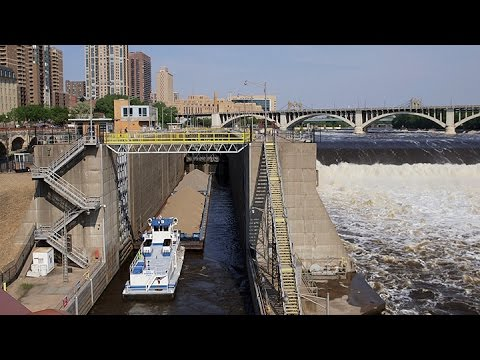 The last days of the Upper St. Anthony Falls lock
