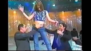 Giucas Casella unfreezes hypnotized girl statue