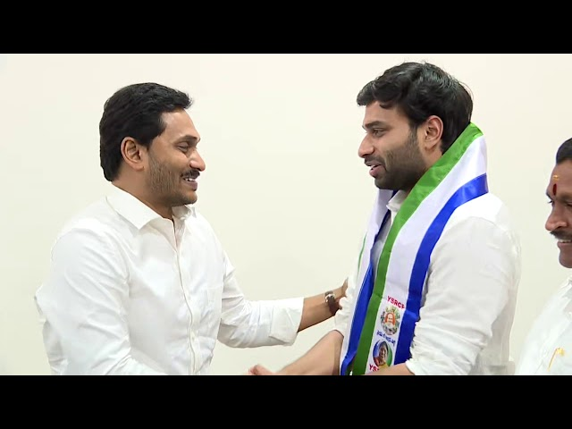 Devineni Avinash meets AP CM YS Jagan and Joined in YSRCP || Tadepalli