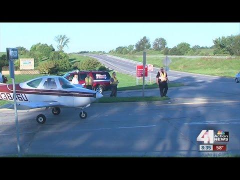 Single-engine plane makes emergency landing on Liberty, MO road