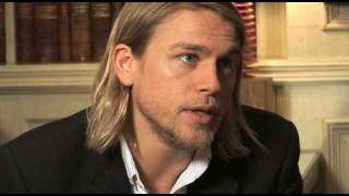 charlie hunnam son s of anarchy