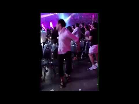 Ariana Grande - Fan - David Brent - Dancing