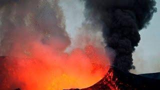 Volcano Eruption Fogo Island (Cape Verde)(, 2014-12-01T01:18:13.000Z)