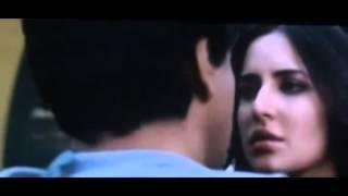 Repeat youtube video Shahrukh Khan kisses Katrina Kaif In Jab tak hai Jaan