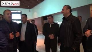 Սամվել Ալեքսանյանը օդանավակայանում դիմավորեց «իր քավոր» Սամվել Կարապետյանին