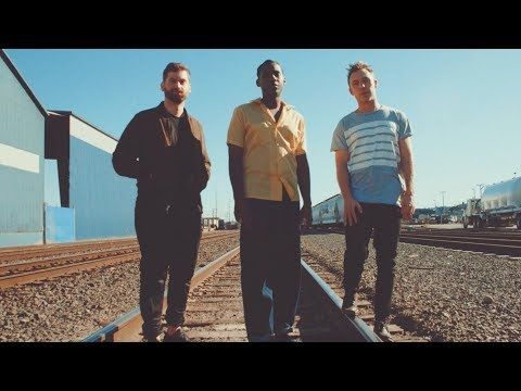 Making: Across The Room feat Leon Bridges