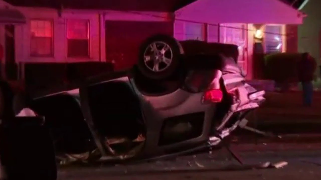 Several hurt in six-car crash in Detroit