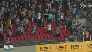 Torcidas de Grêmio e Inter arremessam cadeiras no Beira-Rio