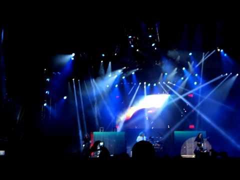 Megadeth - Intro, Trust (Sonisphere Barcelona 2013)