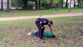 США: полицейский обвинен в убийстве безоружного чернокожего благодаря случайной видеозаписи
