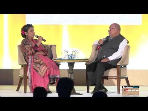 Shabana Azmi In Conversation with Shyam Benegal at the HT for Mumbai Awards 2016