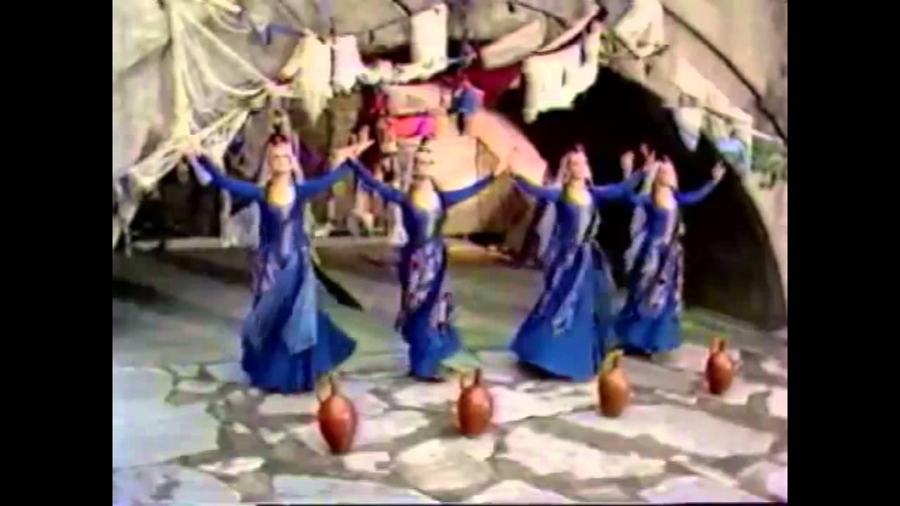 учить женские армянские танцы что даёшь развиться