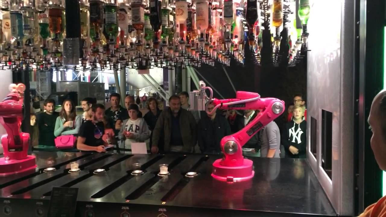 vending machine cocktail expo milano 2015 robot prepara i cocktail da solo youtube. Black Bedroom Furniture Sets. Home Design Ideas