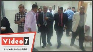 بالفيديو.. بعد ظهوره بالعكاز.. رئيس جامعة الأزهر يكشف سبب إصابته