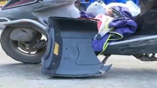 Испуганная лошадь напала на скутер