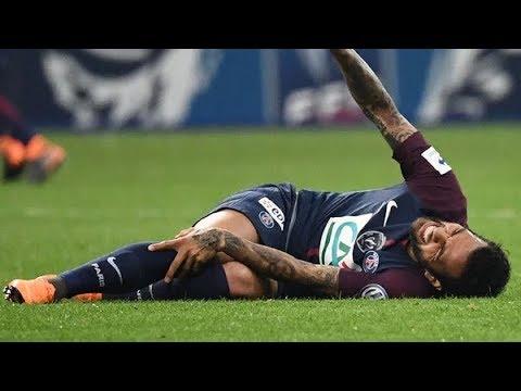 Dani Alves sufrió una lesión en su rodilla derecha y preocupa a todo Brasil