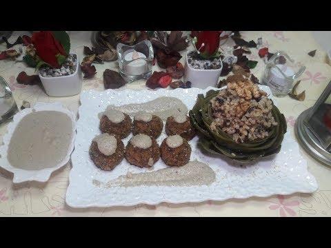 super-plat-sain-plein-de-fibre-composé-de-boulettes-d'épinard-,-artichaut-farcie-et-sauce-vegan