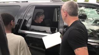 Roger Waters signing autographs in Chicago, 7/23/2017