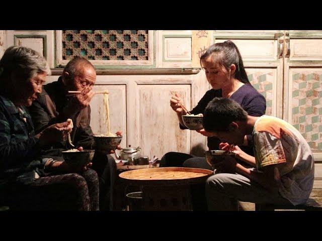 给家人做一碗鲜香麻辣的藤椒鸡面【滇西小哥】