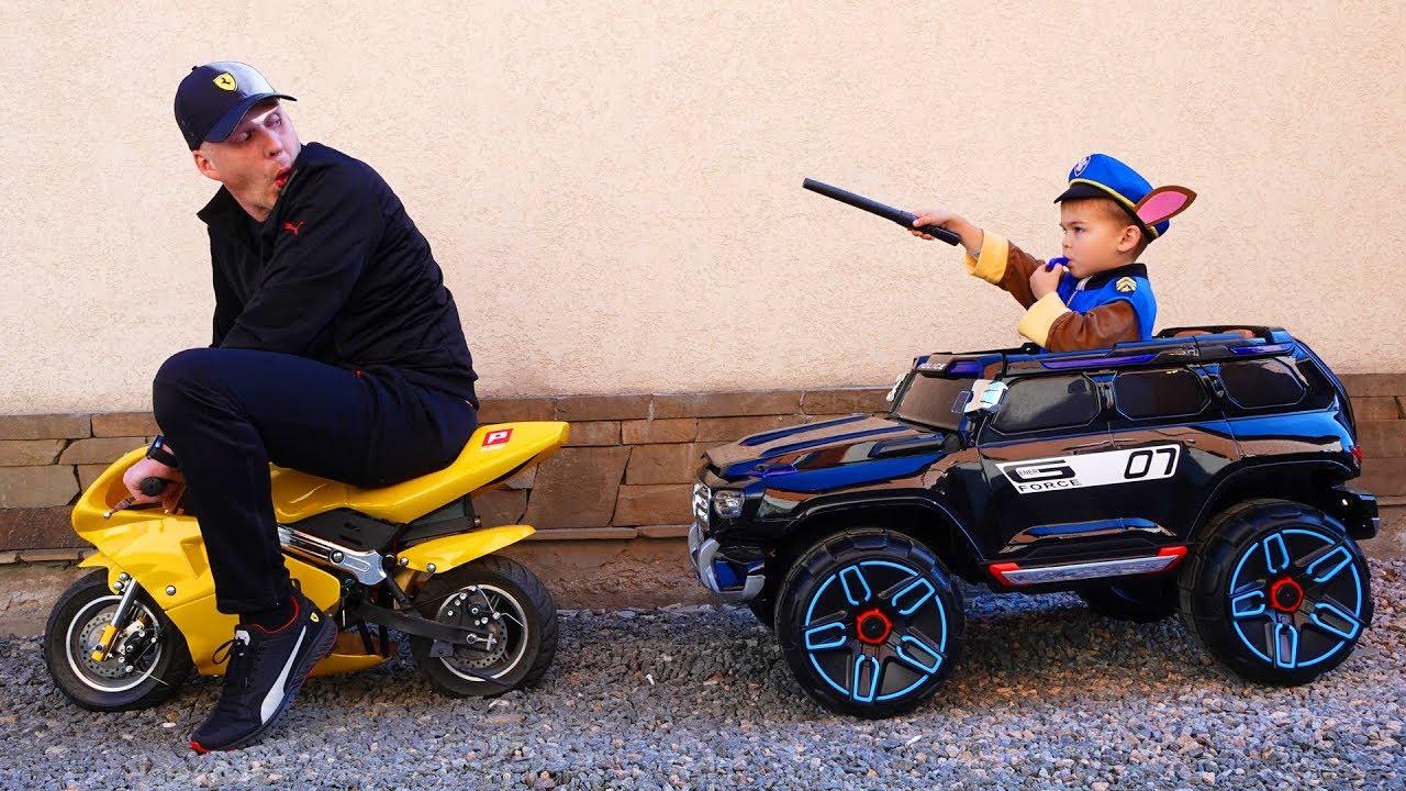 Paw Patrol patrols the street - ride on power wheels police Jeep