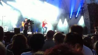 """Hartmut Engler (PUR) performed Lenas """"Satellite"""" (Hameln, 07.08.2010)"""