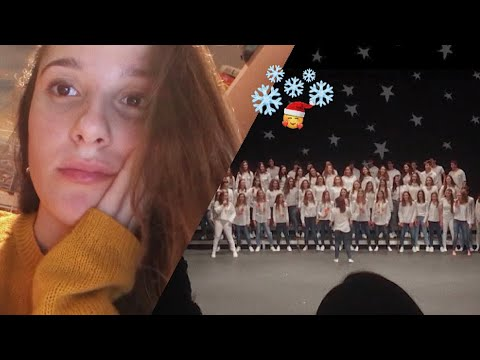 Viendo a mi amiga en la obra teatral navideña de mi colegio  VLOGMAS 2