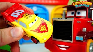 Play with Toy Cars with Color Changers and Magnetic Lifting Truck!