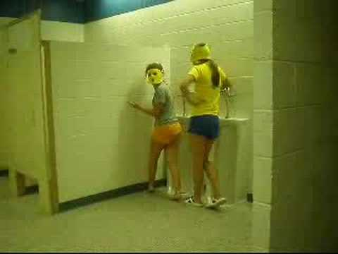 Girls peeing in uranals