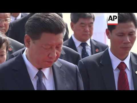 Xi lays wreath at Ho Chi Minh mausoleum