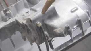 Nettoyage moteur Kawasaki 350 S2 avec bicarbonnate de soude 2/2