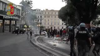 24.08.17 Bombole gas e molotov, le immagini dello sgombero a Roma