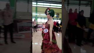 Download Video Fashion Show Baju Daur Ulang MPS Trowulan MP3 3GP MP4